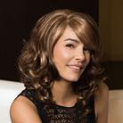 Photo perruque femme visage cheveux courts