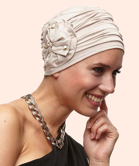 photo mannequin avec turban retro beige